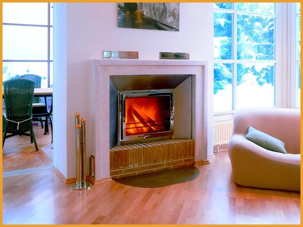 gaskamin modernes wohnzimmer holz couchtisch creme sofa